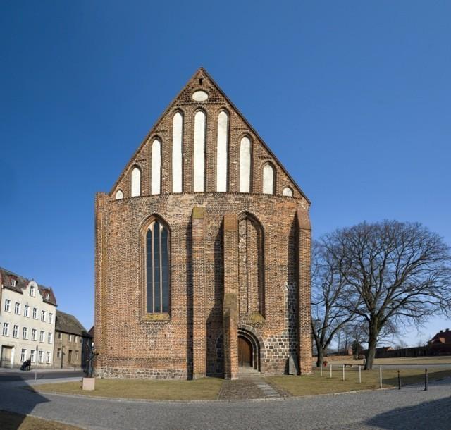 Bild eines Klosters - Klasztor franciszkanów Angermünde