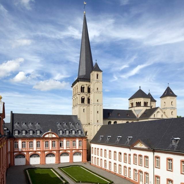 Bild eines Klosters - Brauweiler Benedictine Abbey